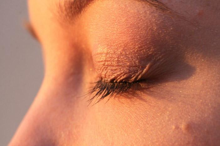 Как подтянуть кожу под глазами — Уход за лицом
